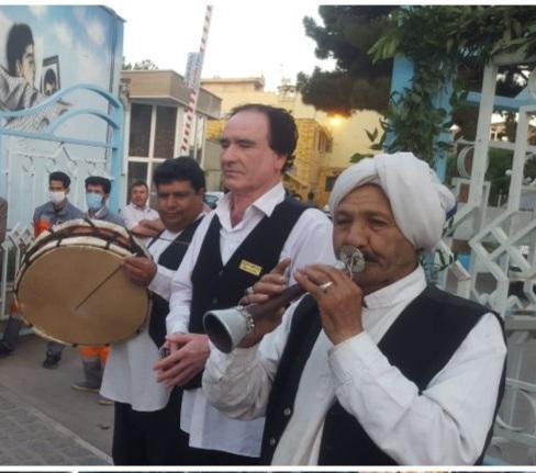 اجرای موسیقی محلی وآواز  استاد محمد شاکری در مرکز شهر نیشابور به مناسبت میلاد امام رضا (ع)