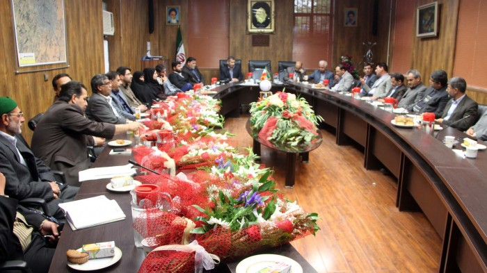 شهردار، معاونین و مدیران شهرداری نیشابور با حضور در پارلمان محلی شهر روز شورا را گرامی داشتند