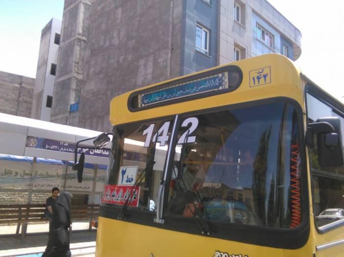 نصب حدیث سلسله الذهب روی اتوبوس های سطح شهر به مناسبت 10 تیر سالروز ورود امام رضاع به نیشابور