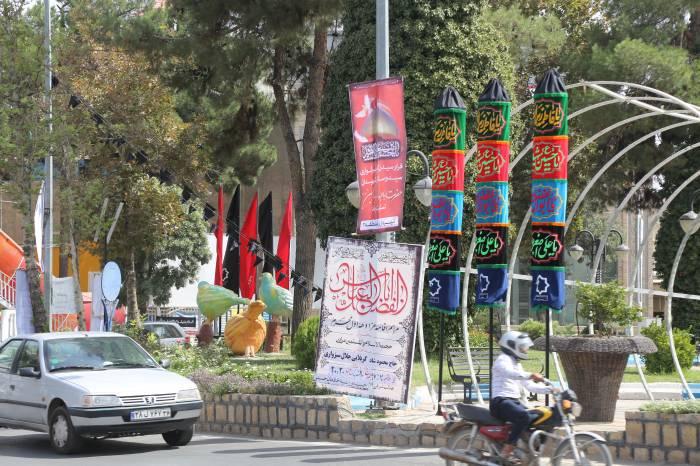 فضاسازی محیطی به مناسبت فرار رسیدن ماه محرم و ایام تاسوعا و عاشورای حسینی توسط شهرداری نیشابور
